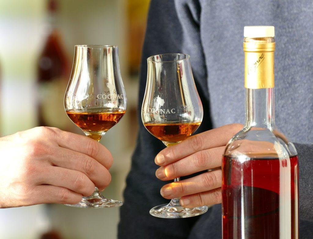Dégustation de cognacs à la maison de la vigne et des saveurs d'archiac proche de jonzac